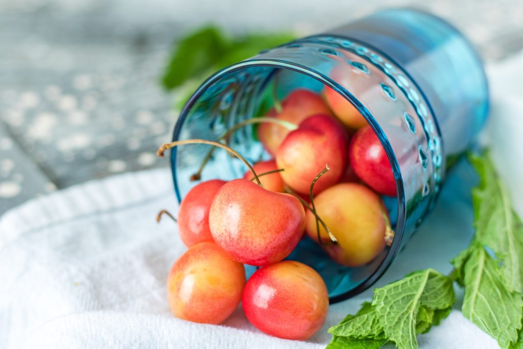 Best foods to fight pain & inflammation - cherries & berries